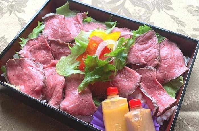 和牛と国産牛の食べ比べローストビーフ丼